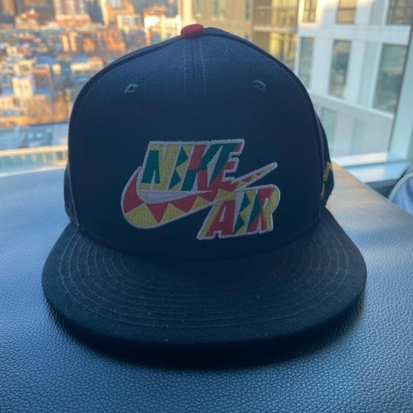 Nike Air flat brim snap-back.